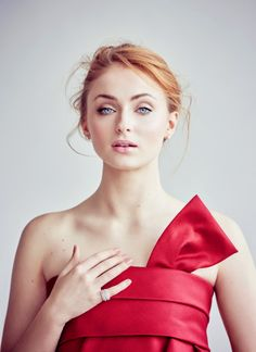 Sophie Turner - this makeup is absolutely stunning & her eyebrows are gorgeous!