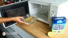 É muito simples limpar seu micro-ondas sem esfregar. E é muito provável que você já tenha esses ingredientes em casa. Limão ou vinagre, bicarbonato de sódio e água. Simples, não acha? Confira as dicas do PetitChef.