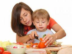 Stimmt es eigentlich, dass man Kindern kochen sollte? EAT SMARTER klärt Sie hier darüber auf.