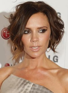 Check out these 10 images of Victoria Beckham Bob Hairstyles (Posh Hair For Everyone). Find more images in bob haircuts,short hairstyles. Spice Girls, Short Hair Cuts, Short Hair Styles, Victoria Beckham News, Posh Hair, Blog Bio, Hair Magazine, About Hair, Bob Hairstyles