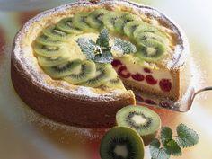 Quark-Grieß-Torte mit Obst | http://eatsmarter.de/rezepte/quark-griess-torte-mit-obst