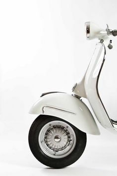 I want to tourist around Europe on a Vespa.