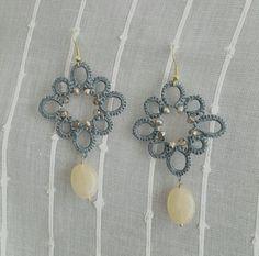 Orecchini al chiacchierino con perline di resina e quarzi di Simona Verrastro Notedizucchero.blogspot.com