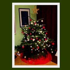 """Árvore de Vanessa Bueno.  """"Montei essa árvore com minha mãe, que pela primeira vez veio nos visitar na Alemanha e celebrar o Natal conosco. """""""