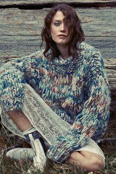 Bunt und warm - die beiden besten Eigenschaften von dicken Strickpullovern. Stylisch durch den Winter kommst du so auf jeden Fall. Strick / Pulli / Pullover / knit / bunt / warm / Muster / Herbstmode / autumn fashion | Stylefeed