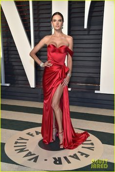 Alessandra Ambrosio the 2017 Vanity Fair Oscar Party Red High thigh slit single off the shoulder satin gown Alessandra Ambrosio, Satin Gown, Satin Dresses, Strapless Dress Formal, Beautiful Dresses, Nice Dresses, Formal Dresses, Party Dresses, Celebrity Red Carpet