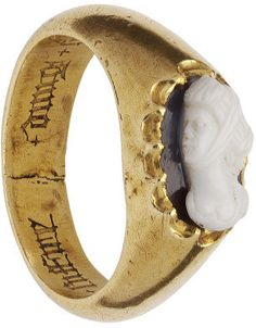 Ring (image 2) | France | 15th century | gold, onyx, cameo | Victoria & Albert Royal Museum | Museum #: M.190-1962