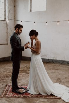 Love the styling and color scheme here. Gorgeous 2 piece wedding dress too!