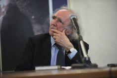 Il Prof. Andreoli mente ascolta Don Mazzi che introduce l'apertura del IV CAMINETTO di Don MAZZI