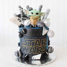 Star Wars Birthday Cake, 4th Birthday Cakes, Star Wars Cake, Star Wars Party, Cake Boss, Yoda Cake, Violet Cakes, Realistic Cakes, Un Cake