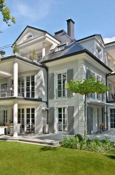 Classic House Exterior, Dream House Exterior, Dream House Plans, My Dream Home, Home Building Design, Building A House, Building Ideas, Villa Design, House Design