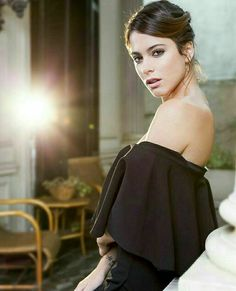TINI LA REINA Duchess Kate, Duchess Of Cambridge, Celebrity Couples, Celebrity News, Violetta Disney, Netflix Kids, Martini, 54 Kg, Latin Women