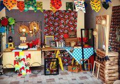 Painel de Festa Junina: 70 modelos e tutoriais para um verdadeiro arraiá Party, Furniture, Home Decor, 1, Design, Hillbilly Party, Apartments, Centre, Bebe