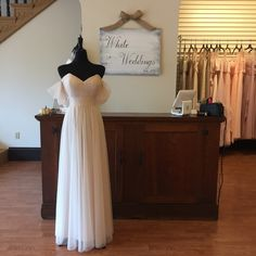 Last Chance Style- Boho Bridesmaids Dress- Tulle bridesmaid dress with off-the-shoulder straps. Size 14 (Runs Small) Available now at our Farmington, Missouri boutique. Boho Bridesmaids, Tulle Bridesmaid Dress, Strapless Dress Formal, Formal Dresses, Farmington Missouri, Shoulder Straps, Off The Shoulder, Boho Fashion, Size 14