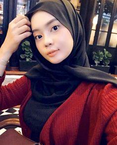 Beautiful Muslim Women, Beautiful Hijab, Muslim Beauty, Girl Hijab, Hijab Chic, Muslim Girls, Pashmina Scarf, Free Hair, Covergirl