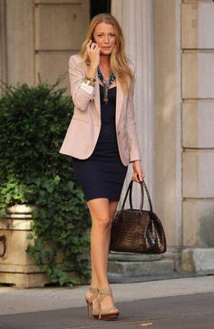Serena Van Der Woodsen, played by actress Blake Lively, is Gossip Girl's Style Icon. She is a blonde goddess & looks perfect and flawless w. Gossip Girl Outfits, Gossip Girl Fashion, Girly Outfits, Stylish Outfits, Fashion Outfits, Womens Fashion, Woman Outfits, Gossip Girls, Petite Fashion