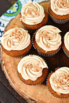 Incredibly moist Pumpkin Cupcakes with Maple and Toffee Frosting. You're going to love these award winning fall flavored cupcakes! Flavored Cupcakes, Cupcake Flavors, Cupcake Recipes, Cupcake Cakes, Pumpkin Crunch Cake, Pumpkin Cake Recipes, Pumpkin Cupcakes, Mini Cupcakes, Shugary Sweets