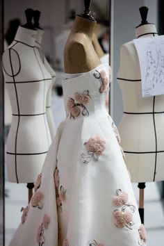 Dior Haute Couture, Style Couture, Couture Details, Fashion Details, Fashion Design, Atelier Dior, Dior Dress, Couture Dresses, Dress To Impress