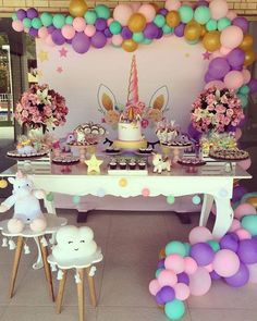 How amazing is this Unicorn Birthday Party? The ballloon garland is stunni. Unicorn Themed Birthday Party, 1st Birthday Parties, Birthday Party Decorations, Unicorn Party Decor, Birthday Ideas, Birthday Garland, Birthday Cake, Party Kulissen, Party Ideas