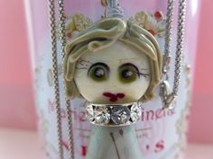 náhrdelník s panenkou Alenkou