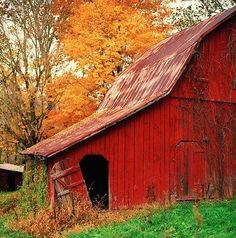 Best Ideas For Rustic Red Barn Door Country Life Farm Barn, Old Farm, Country Barns, Country Life, Country Living, Country Fall, Country Roads, Barn Pictures, B 13