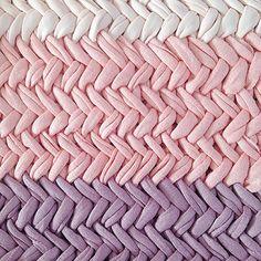 "@rachelsaysyepa's photo: ""Petite obsession qui fait mal aux mains... #herringbone #shareyourknits #pink #rose #jerseybegood #knit #yarnporn"""