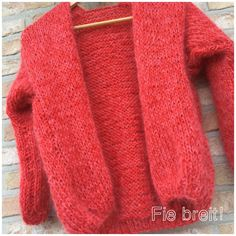 Bernadette in red Baby Steps, Crochet, Knitting, Sweaters, Red, Camping, Fashion, Breien, Craft
