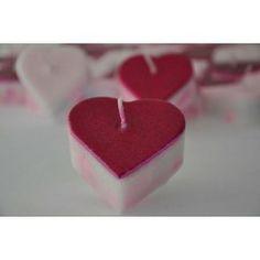 Vela Corazón mini color fucsia Vela  para crear un ambiente lleno de luz, amor y bienestar. Esta vela nos puede ayudar a encontrar el amor dentro de uno mismo, haciéndonos sentir la plenitud desde lo más profundo de nuestro ser. Esta vela despertará la energía de nuestro chacra corazón, haciéndonos sentir llenos de paz y amor. #DetallesComunion #DetallesDeBautizo #DetallesDeBoda #CelebracionesEspeciales #VelaArtesanal #Artesanal #Vela #Velas #FeelingCandles