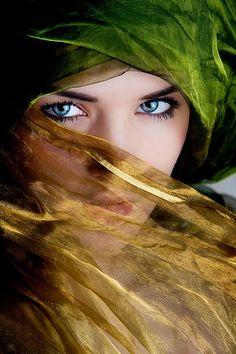 Maravillosos ojos de esta chica. Una foto sensacional!