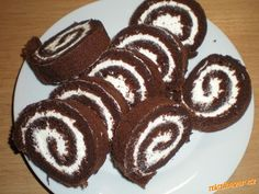 Bílky vyšleháme dotuha, přidáme moučku, vyšleháme a postupně přidáváme jeden žloutek za druhým, nako... Cake Roll Recipes, Czech Recipes, Rolls Recipe, Gluten Free Baking, Sweet Recipes, Cheesecake, Deserts, Food And Drink, Cooking Recipes