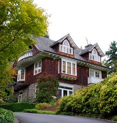 KURT COBAIN'S HOUSE. 171 Lk Washington Blvd in Seattle's Leschi 'nabe. Gated since 1994 suicide here. Informal memorial near, in Viretta Prk (house #151)