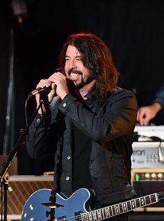 Dave Grohl revela que novo disco do Foo Fighters está pronto Foo Fighters Dave Grohl, Foo Fighters Nirvana, Country Song Quotes, Country Music Lyrics, Ozzy Osbourne, Metallica, Beatles, Chris Shiflett, There Goes My Hero