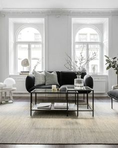 Starting my weekend with  this  spacious and bright apartment    filled with stylish monochrome accessories and   stu...