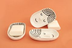 Soap dishes with a sense of humour. Ceramic Cafe, Ceramic Soap Dish, Ceramic Pitcher, Soap Dishes, Slab Ceramics, Porcelain Ceramics, Ceramic Pottery, Clay Art Projects, Ceramics Projects