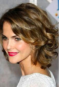 Keri Russell wavy bob hairstyle with caramel highlights and side bang