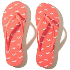 Hollister Icon Rubber Flip Flop (13 CAD) ❤ liked on Polyvore featuring shoes, sandals, flip flops, coral pattern, patterned shoes, rubber shoes, rubber flip flops, rubber sandals and long shoes