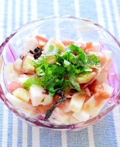 「5分で簡単!サッパリ!長芋と香味野菜の梅和え」長芋を茗荷と大葉、梅干しで和えました。香味野菜は、香りが良くて暑い季節にピッタリです。これからの季節にお勧めです。後、一品と言うのに5分で以内で簡単に作れます。【楽天レシピ】