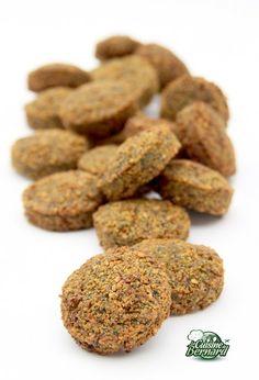 Recettes pour une cinquantaine de falafels: -500g de pois chiches secs ou fèves sèches -6 gousses d'ail -1/2 bouquet de persil plat -1/2 bo...