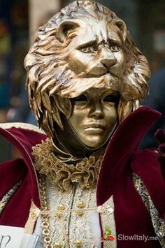 Fabulous Venetian masks.  http://slowitaly.yourguidetoitaly.com/2013/01/carnival-of-venice-types-of-venetian-masks/