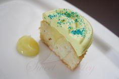 Lemon Surprise cupcake  (Lemon cake, lemon curd   center, lemon-vanilla frosting )