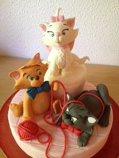 The Aristocats! - Cake by danida Cupcakes, Cupcake Cakes, Bird Cakes, Character Cakes, Cake Decorating Supplies, Disney Cakes, Fancy Cakes, Pretty Cakes, Creative Cakes
