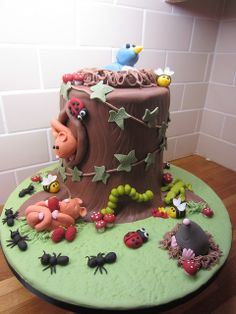 Tree stump wildlife cake