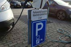 Professor: Elektrische auto's zijn grote zwendel en 'waardeloos'voor het klimaat!
