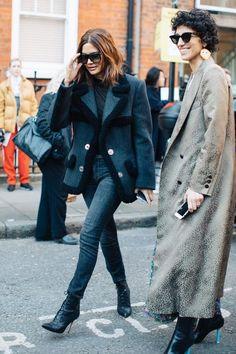 Street style à la Fashion Week automne-hiver 2017-2018 de Londres - Christine Centenera & Yasmin Sewell