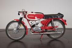 Atala was founded as a bicycle manufacturer in 1908 by the ex-manager of Bianchi, Angelo Gatti. In the ten years between 1924 and the company's range was augmented by a range of motorbikes. Custom Moped, 50cc, Cool Suits, Cars And Motorcycles, Motorbikes, Bicycle, Sport, Vehicles, Scooters