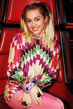 """Miley Cyrus rocked a pink veil on night one of """"The Voice"""" finale and we can't help but think that it would suit her on her wedding day. Miley Cyrus News, Miley Cyrus Style, Hannah Montana, Ariana Grande Tights, Androgynous Fashion, Famous Girls, Katie Holmes, Fashion Labels, Celebs"""