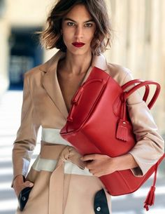 Alexa Chung // wavy bob, red lipstick, leather coat and red tote bag #style #fashion #beauty