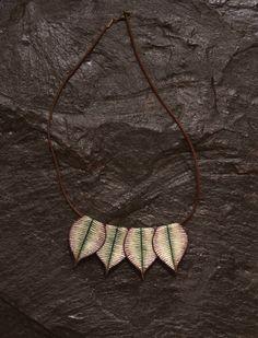 Mira este artículo en mi tienda de Etsy: https://www.etsy.com/listing/263272571/violet-leaves-necklace-fairy-style-boho