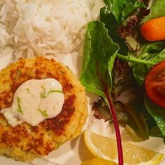 Today, I thought I'd share one of my favorite recipes from the Low-FODMAP 28-Day Plan...Shrimp Cakes with Lime Chili Aioli!