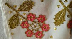 HUZUR SOKAĞI (Yaşamaya Değer Hobiler) Deco, Design, Bathroom Towels, Tejidos, Embroidery, Flowers, Deko, Dekoration, Decoration
